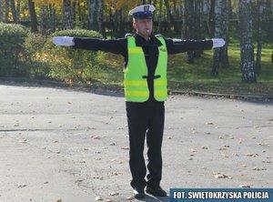 2.Odpowiednik sygnału zielonego – ruch otwarty  z prawej i lewej strony policjanta