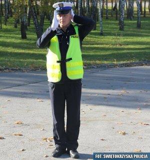 3.Otwarcie ruchu dla pojazdów z prawej i lewej strony policjanta – odpowiednik sygnału zielonego