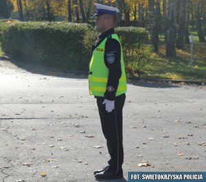 4.Policjant stojący do kierowcy bokiem prawym lub lewym – światło zielone